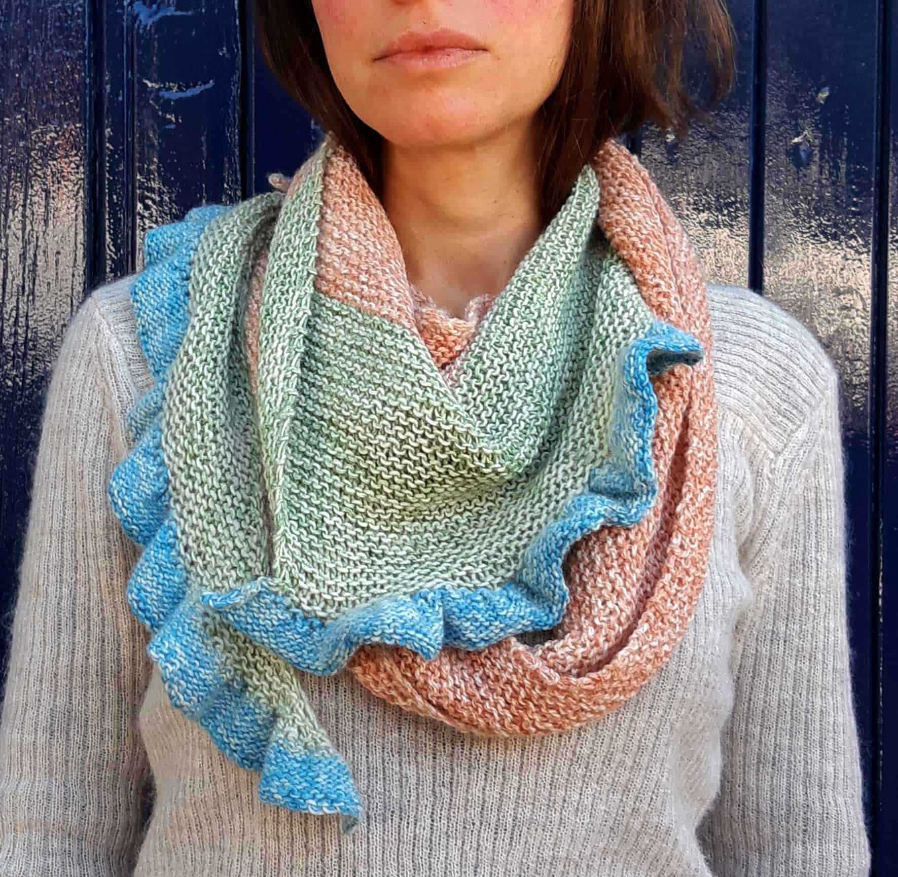Asymmetric knitting scarf